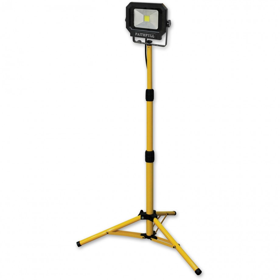 LED Sitelight with Tripod 1400 Lumens 20W 230V