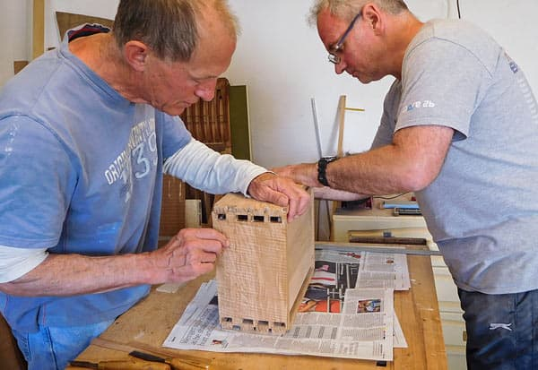 Hand-dovetailed box in hardwood with Peter Kuh